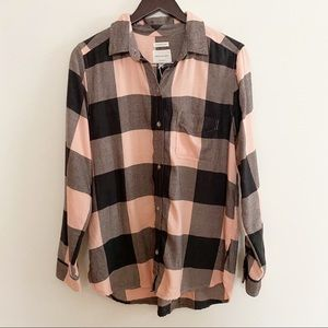 NWT American Eagle Pink/ Black Soft Button Down